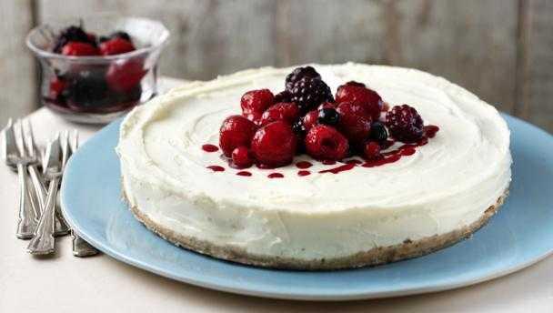 Zesty lemon and cherry cheesecake