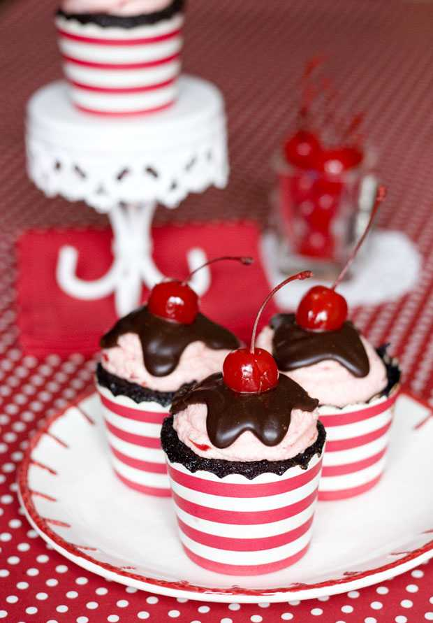 CHERRY BROWNIE BABYCAKES